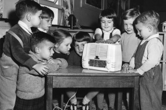 Kindergarten_of_the_Air_CC-by-nc-nd_Australian_Broadcasting_Corporation-330x220