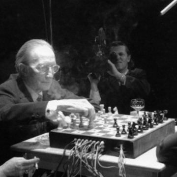 duchamp_cage_playing_chess